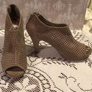 NWT✨ Madden Girl Perforated Peep Toe Booties